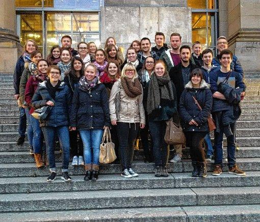 Die Weiler Auszubildenden vor dem Reichstagsgebäude in Berlin.  Foto: zVg Foto: Die Oberbadische