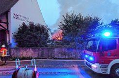 Insgesamt rund 150 Feuerwehrleute waren bei dem Großbrand im Einsatz. Foto: Weiler Zeitung