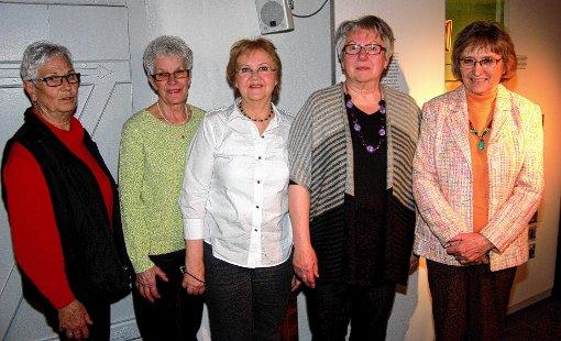 Der Vorstand der Muettersproch-Gsellschaft wurde in seinen Ämtern bestätigt: (von links) Helga Schrank, Gertrud Oettle, Heidi Zöllner, Gerlinde Gersbach und Helga Schmieg.  Foto: Heiner Fabry Foto: Markgräfler Tagblatt