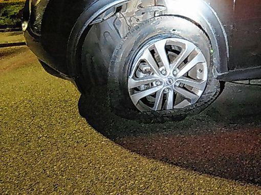 Das Auto musste abgeschleppt werden.   Foto: zVg/Polizei Foto: Die Oberbadische
