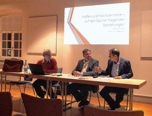 Der Referent Professor Dirk Oesselmann (von links) mit SAK-Geschäftsführer Jürgen Rausch und Bürgermeister Andreas Schneucker. Foto: Daniela Buch