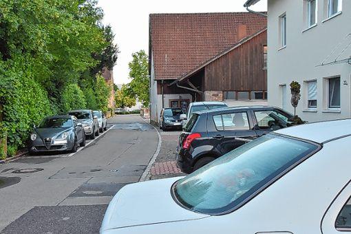 In Herten sind Parkplätze Mangelware, deshalb rufen die Freien Wähler im Ortschaftsrat nach einer Stellplatzsatzung für den Ortsteil.   Foto: Heinz Vollmar Foto: Die Oberbadische