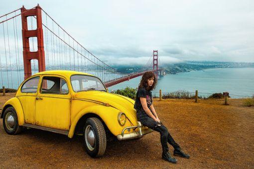 Die rebellische Charlie (Hailee Steinfeld) bringt Bumblebee auf Vordermann. Foto: zVg/Paramount Pictures
