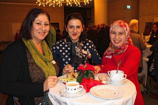Gesichter des Ehrenamts im Lörracher Rathaus: die Stadtteilmütter Nilufar Hamidi, Mexhide Avdiu und Emine Akkaya (von links)  Foto: Bernhard Konrad Foto: Die Oberbadische