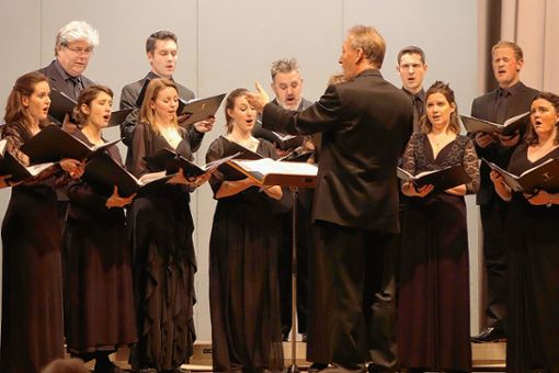 """Ein exzellenter Chor in bester britischer Tradition ist der Tenebrae Choir, der in Riehen mit einem """"himmlischen"""" Programm beglückte.     Foto: Jürgen Scharf Foto: Die Oberbadische"""