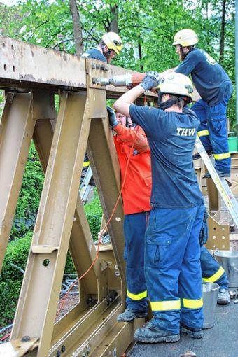 Das THW übt sich im Brückenbau.    Foto: zVg Foto: Weiler Zeitung