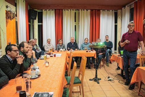 Blick in die Versammlung, rechts: Erich Potschies. Foto: Anja Bertsch