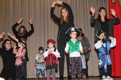 Groß und Klein hatten Spaß beim Piratentanz. Foto: Hans-Jürgen Hege