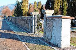 Musste auf Geheiß des Denkmalamtes stehen bleiben: ein großes Teilstück der alten Friedhofsmauer. Foto: Markgräfler Tagblatt
