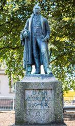 Ein Jahr zuvor – 1946 – war das Lörracher Hebeldenkmal wieder auf seinen Sockel gestellt worden.  Foto: Kristoff Meller Foto: anl