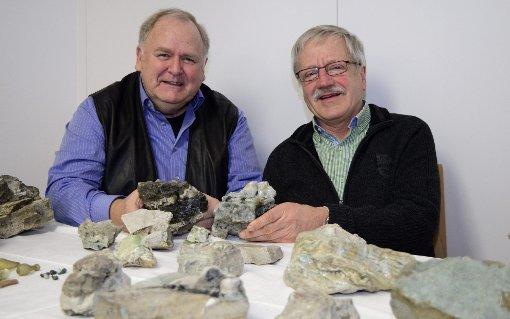 Die beiden Heimathistoriker Werner Störk (links) und Clemens Wittwer präsentierten die Überreste der historischen Glashütte in Glashütten.  Foto: Michael Werndorff / Archiv Foto: Markgräfler Tagblatt