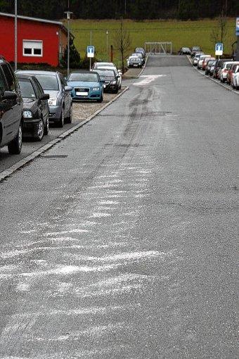 Eine 800 Meter lange Ölspur verursachte ein Autofahrer in Niedereschach. Foto: Lutz (Symbolfoto)