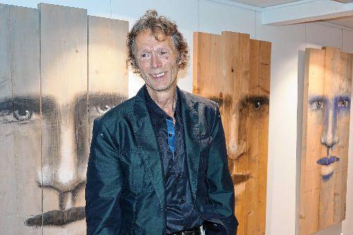 Mark-Roland Fuchs zeigte zur Eröffnung seiner Galerie in Schopfheim neue eigene Bilder.    Foto: Jürgen Scharf Foto: Markgräfler Tagblatt