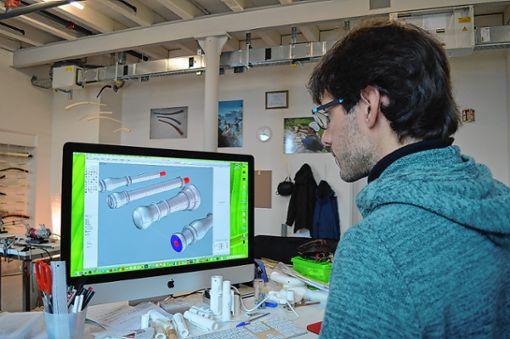 Die Instrumente entwirft Simian am Computer. Foto: Adrian Steineck