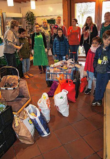 Ein große Ladung  gespendeter Lebensmittel transportierten die Grundschüler zum Tafelladen.    Foto: zVg Foto: Markgräfler Tagblatt