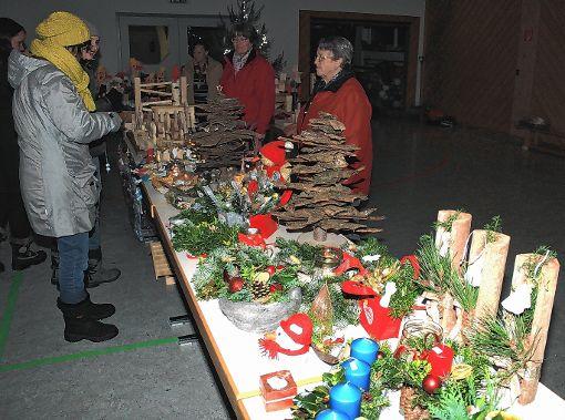 Ein buntes Angebot fanden die Besucher beim Adventszauber in Wieden.   Foto: Heiner Fabry Foto: Markgräfler Tagblatt
