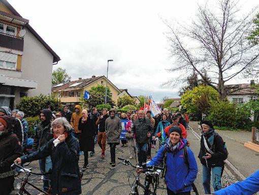 Ostermontag ist im Südwesten Ostermarschzeit: Friedensrat Markgräflerland und DGB Markgräflerland hatten auch in diesem Jahr zu Friedensdemo und Kundgebung eingeladen, und  400 Menschen waren der Einladung gefolgt.   Foto: zVg Foto: Weiler Zeitung
