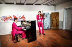 """Kunst trifft Rosa:  Giovanni Reber (r.) und Michael Giertz begeisterten als """"Les Papillons"""" im Stapflehus. Foto: Kristoff Meller Foto: mek"""