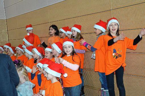 Die Kinder erfreuten mit ihrem Auftritt die Besucher des Weihnachtsmarkts.     Foto: M. Rümmele Foto: Markgräfler Tagblatt