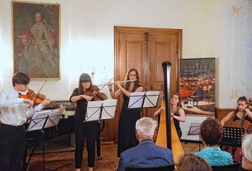 """Kammermusik mit Harfen boten fünf Musikstudierende bei """"Junge Klassik"""" in Schloss Beuggen.         Foto: Jürgen Scharf Foto: Die Oberbadische"""