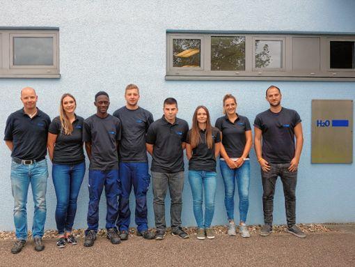 Azubis und Ausbilder von H2O führten Schüler des Schulzentrums Steinen  durch den Betrieb.   Foto: zVg Foto: Markgräfler Tagblatt