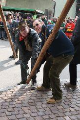 Impressionen vom Narrenbaumsetzen auf dem Altweiler Lindenplatz Foto: Ralph Lacher Foto: sif