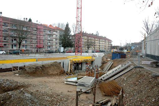 Sowohl die neuen Häuser von Amann Wohnbau als auch das Gemeindezentrum werden ans Nahwärmenetz angeschlossen.    Foto: Marco Fraune Foto: Weiler Zeitung