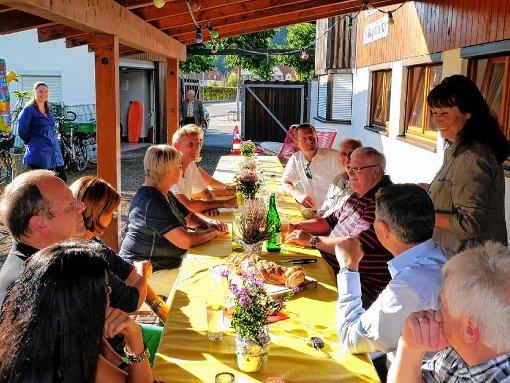 In einem gemütlichen Rahmen diskutierten die Stadtverbandsmitglieder mit politischer Prominenz.   Foto: zVg Foto: Markgräfler Tagblatt