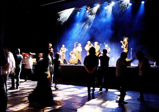 Zu den Klängen von Pizzicati int'allù Core schwangen viele das Tanzbein.   Foto: Markus Greiß Foto: Die Oberbadische