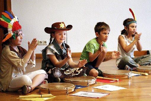 """""""Cowboys und Indianer"""" der musikalischen Früherziehung und Grundausbildung Haltingen.   Fotos: Daniela Buch Foto: Weiler Zeitung"""