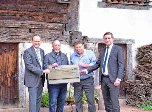 Andreas Rühle, Jürgen Kammerer, Martin Kickhöfen und Eric Pacher (von links) bei der Spendenübergabe. Foto: zVg Foto: Markgräfler Tagblatt
