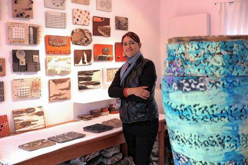 Elisa Stützle-Siegsmund in ihrem Müllheimer Atelier     Foto: Dorothee Philipp Foto: Weiler Zeitung