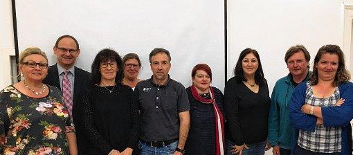 Die Gewählten der Mitgliederversammlung des Stadtteilvereins Weil am Rhein-Friedlingen (v.l.): Monika vom Stein (Schatzmeisterin), Andreas Rühle (Kassenprüfer), Gabriele Moll (Erste Vorsitzende), Irmgard Lorenz (Kassenprüferin), Volker Hentschel (Zweiter Vorsitzender), Angelika Schilling und Nilufar Hamidi (Beisitzerinnen), Manfred Grupp (Beisitzer) sowie Sandra Guder-Dupont (Schriftführerin)   Foto: zVg Foto: Weiler Zeitung