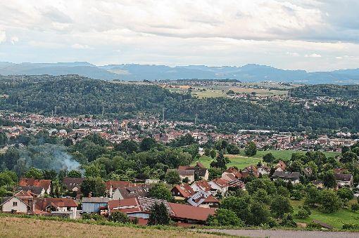 Blick auf Hägelberg: Der Ort (im Vordergrund) hat in Sachen Energie eine Pionierrolle inne.  Fotos: Ines Bode Foto: Markgräfler Tagblatt