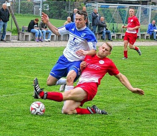 Fussball Zweikampf An Der Spitze Setzt Sich Fort Fussball