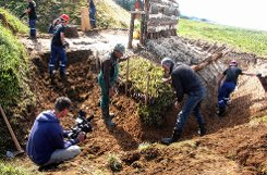Angreifer hatten es früher schwer, wie die Schanzenbauer bewiesen.  Fotos: Heiner Fabry Foto: Markgräfler Tagblatt