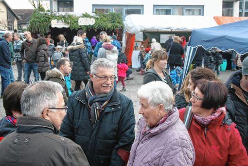 Den ganzen Tag über herrschte auf dem Efringen-Kirchener Weihnachtsmarkt reger Betrieb. Foto: Ralph Lacher
