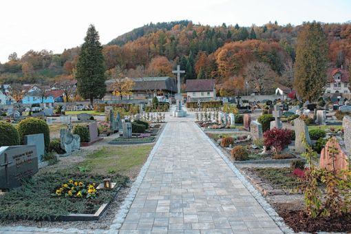 Die Wege auf dem Schönauer Friedhof dürfen nicht mehr mit Kraftfahrzeugen befahren werden. Foto: Archiv