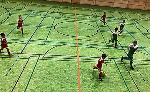 Guten Jugendfußball gab es in der Zeller Stadthalle zu sehen. Foto: zVg