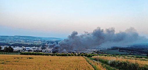 Die große Rauchsäule war von Weitem sichtbar. Foto: Weiler Zeitung