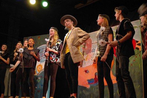 Die jüngste Gruppe des Jungen Theaters bot eine kreative   Inszenierung.    Foto: Ursula König Foto: Die Oberbadische