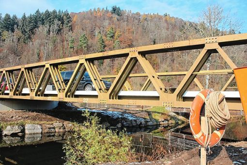 Erst im Praxistest habe sich herausgestellt, dass die Brücke zu schmall ist für zwei sich auf der Brücke begegnende Lkws, sagt das Regierungspräsidium Freiburg. Foto: Anja Bertsch