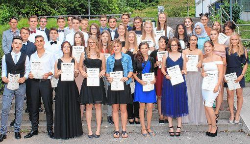 Zahlreiche Absolventen der Montfort Realschule erhielten einen Preis.  Foto: Heiner Fabry Foto: Markgräfler Tagblatt