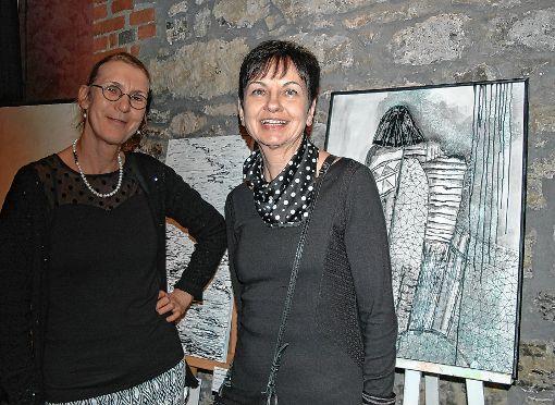 Die Organisatorin Ellen Mosbacher (r.) und die Vorsitzende des VBK, Marga Golz, freuen sich über eine erfolgreiche Winterausstellung.      Foto: Ursula König Foto: Die Oberbadische