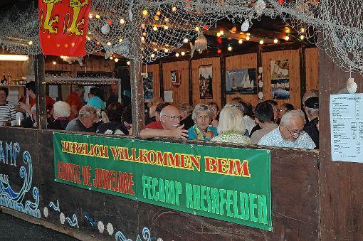 Das Trottoirfest ist immer ein beliebter Treffpunkt auch für Rheinfeldens Partnerstädte wie hier Fécamp.  Archivfoto: Ulf Körbs Foto: Die Oberbadische