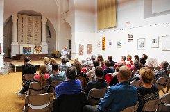 """Das Junge Theater im SAK Altes Wasserwerk zeigte Szenen aus dem  Stück  """"Tschick""""  vor der Buchhandlung  Osiander am Alten Markt in Lörrach Foto: Die Oberbadische"""