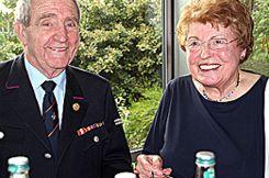 Theo und Helga Gempp sind stolz auf ihren Sohn und dessen  Wirken für die Feuerwehr. Foto: Weiler Zeitung