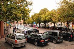 Ein autofreier Marktplatz schwebt Bürgermeisterkandidat Thomas Gsell vor - belebt werden soll der freie Platz dann durch Menschen, Geschäfte, Gaststätten und Wohnungen. Foto: Markgräfler Tagblatt