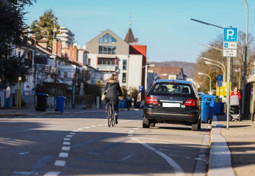 """""""Die derzeitigen Radschutzstreifen markieren   zum Beispiel in der Basler Straße  genau den Bereich, in dem Radfahrer nicht sicher sind"""", beklagt Gerd Wernthaler. Foto: Kristoff Meller Foto: Kristoff Meller"""