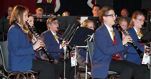 Immer wieder wechselten die Klarinettistinnen ihre Plätze, damit jede mal die erste Stimme spielen konnte.  Foto: Gottfried Driesch Foto: Die Oberbadische